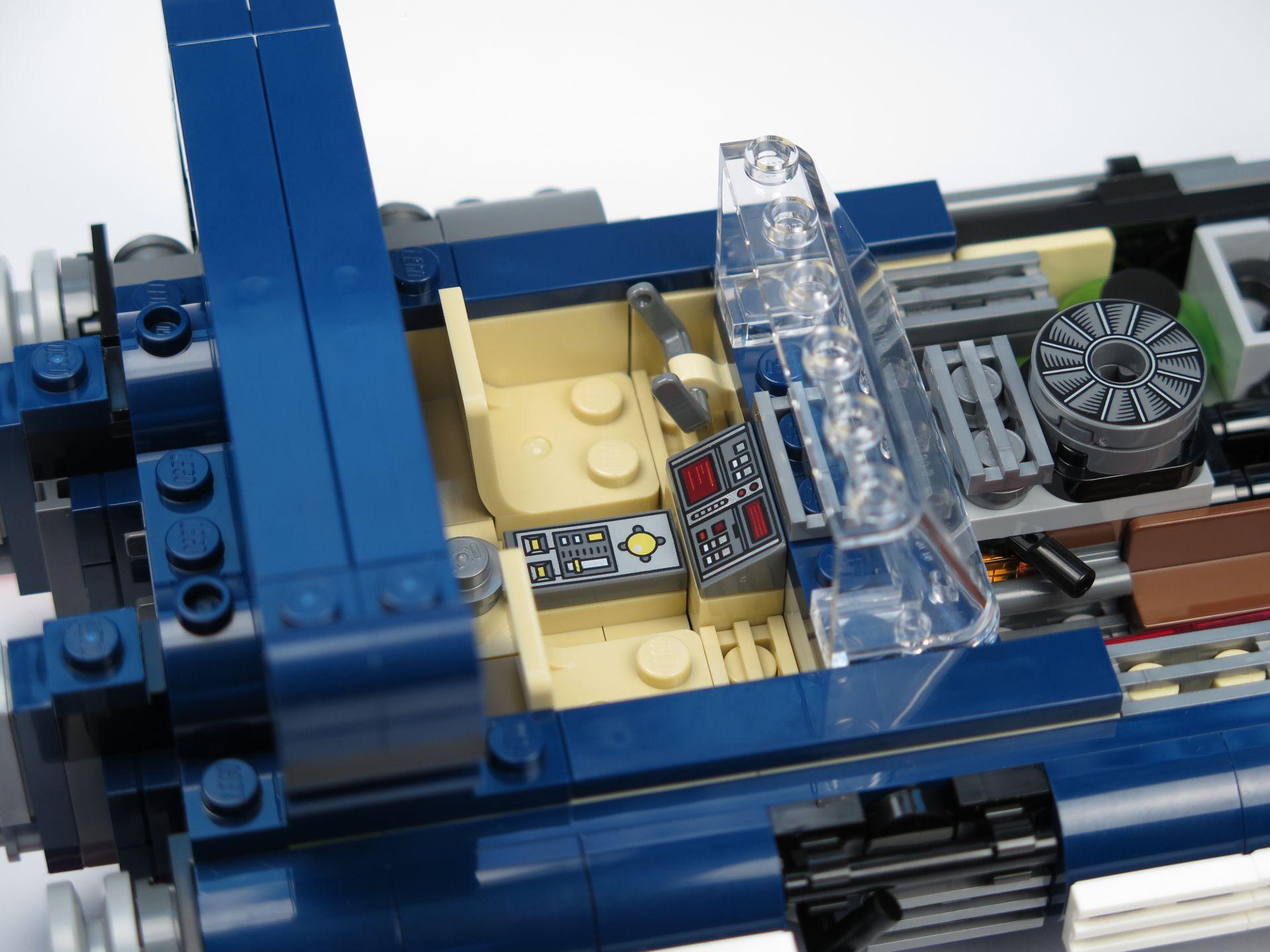LEGO® Star Wars™ Han Solo's Landspeeder™ (75209) - Cockpit | ©2018 Brickzeit
