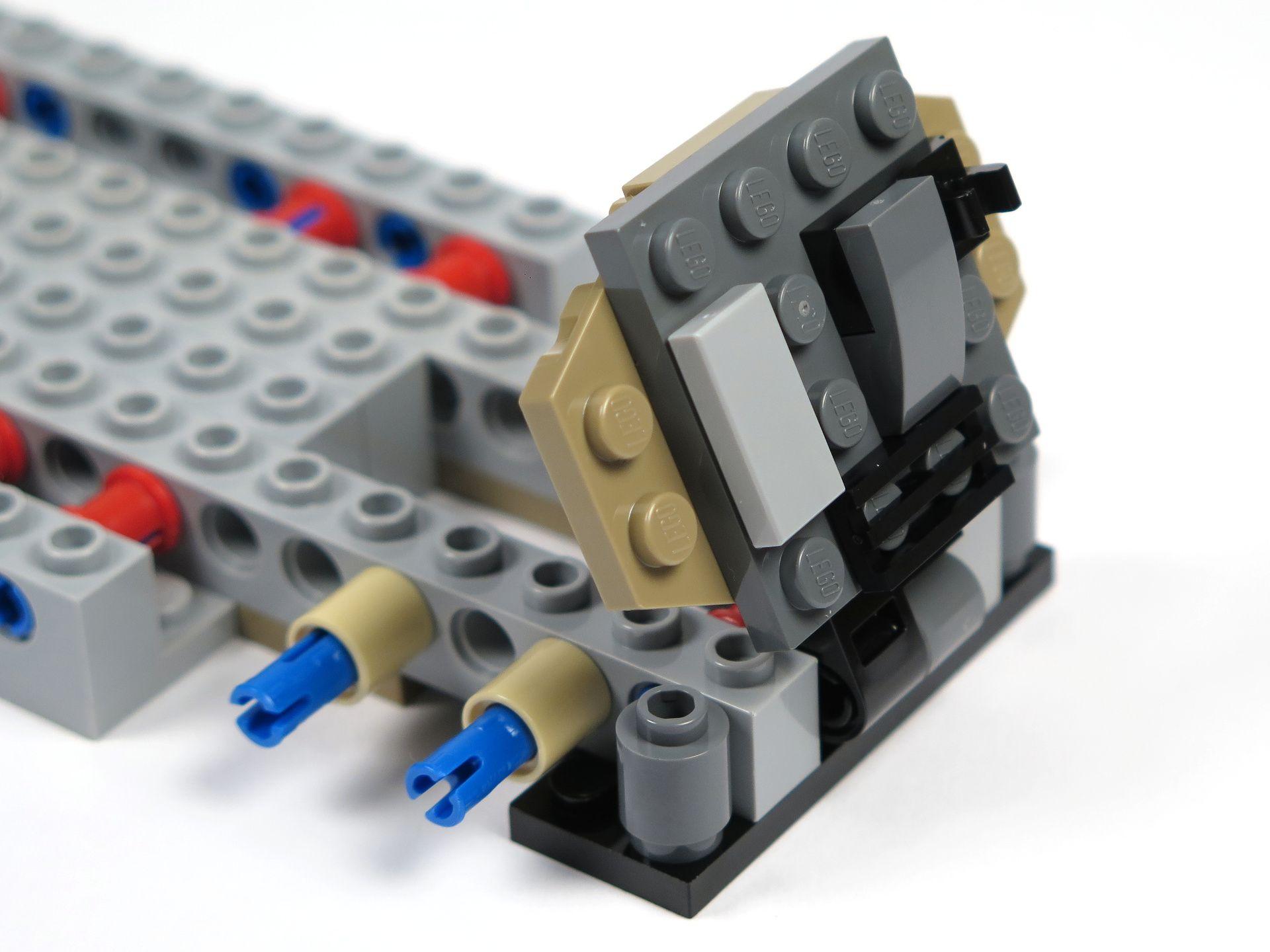 LEGO® Star Wars™ Moloch's Landspeeder™ (75210) - Bauabschnitt 1 - Klappe | ©2018 Brickzeit
