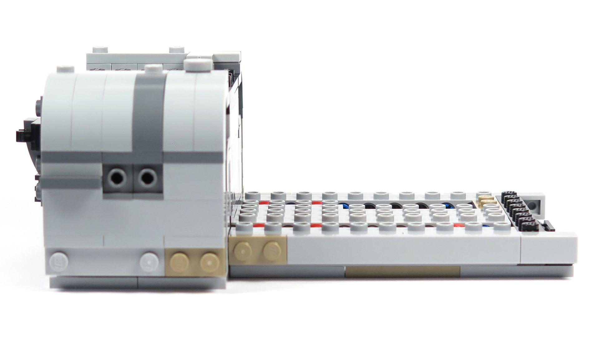 LEGO® Star Wars™ Moloch's Landspeeder™ (75210) - Bauabschnitt 2 - rechts mit Anbau | ©2018 Brickzeit