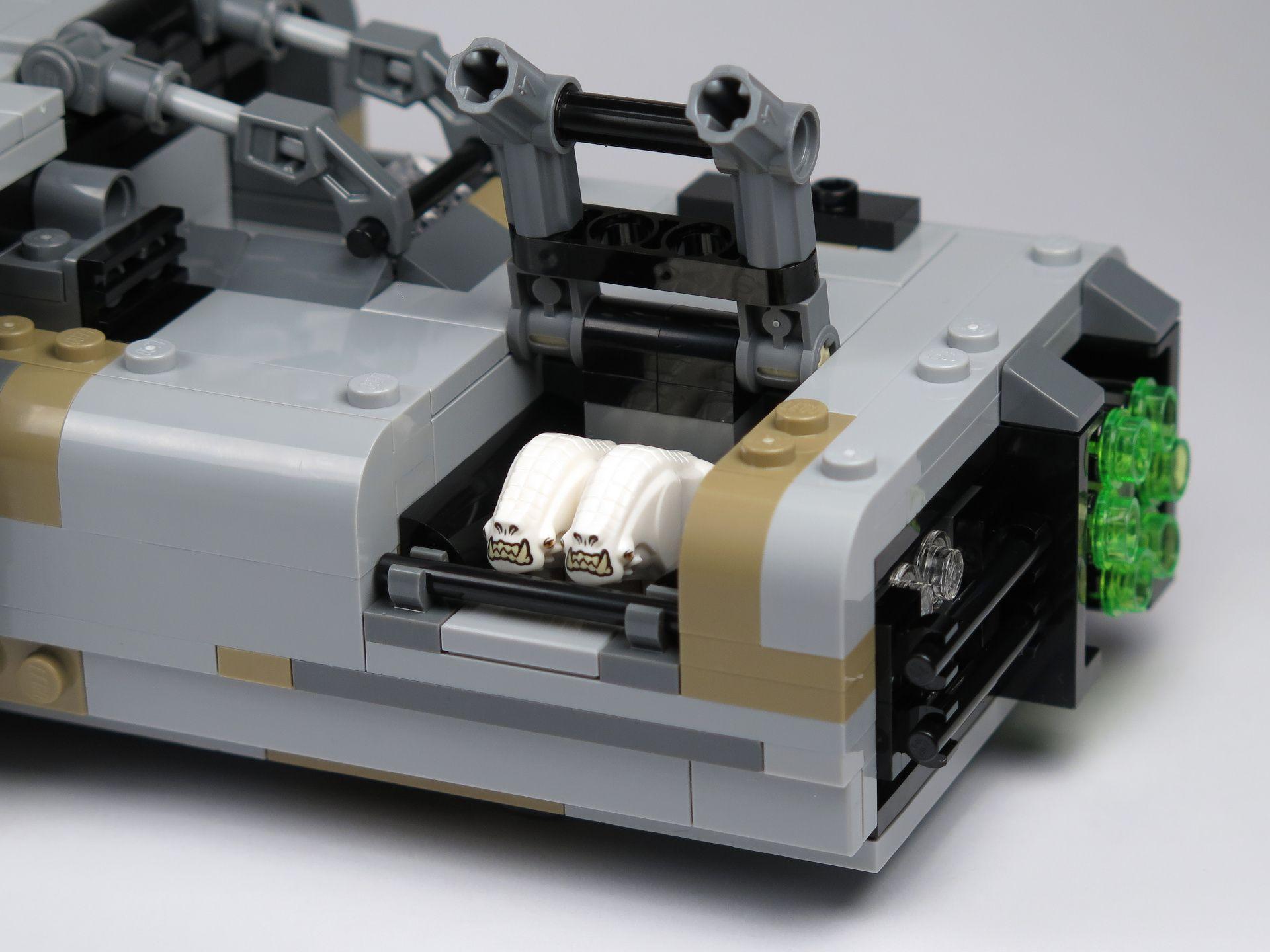LEGO® Star Wars™ Moloch's Landspeeder™ (75210) - Corellian Hounds in Landspeeder | ©2018 Brickzeit