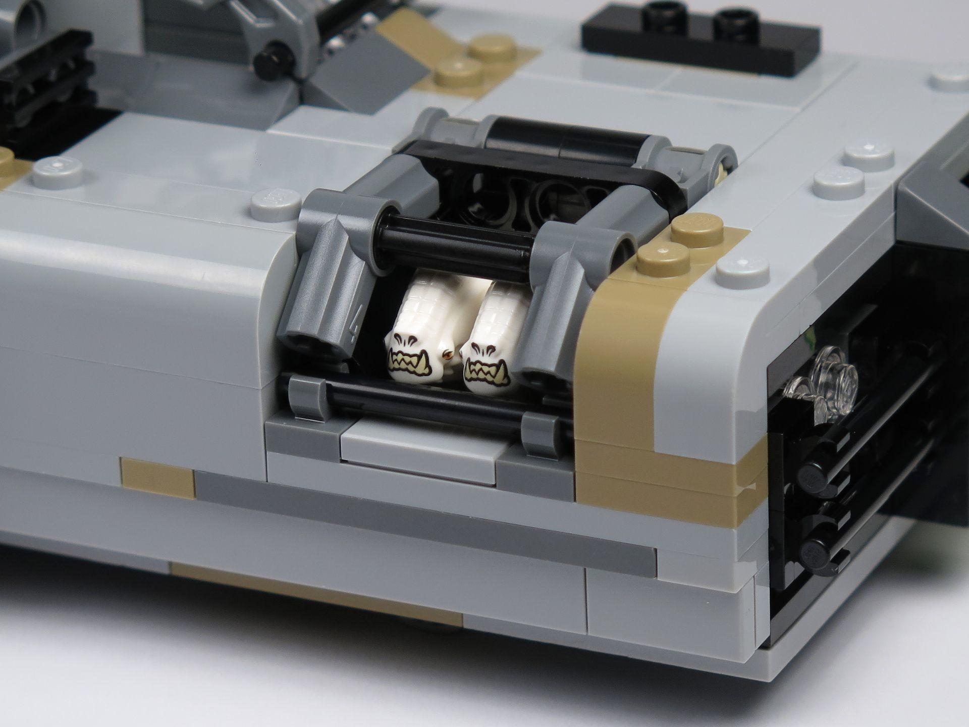 LEGO® Star Wars™ Moloch's Landspeeder™ (75210) - Corellian Hounds eingesperrt in Landspeeder | ©2018 Brickzeit