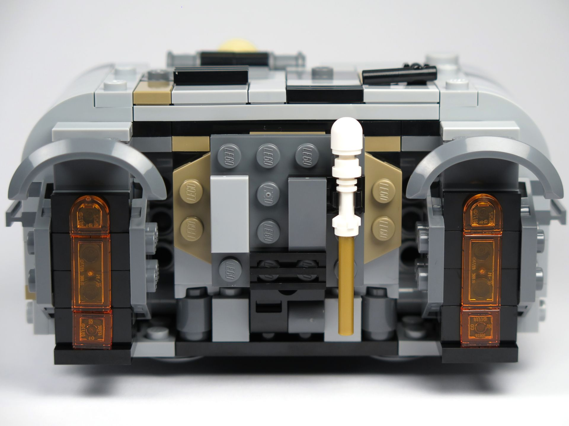 LEGO® Star Wars™ Moloch's Landspeeder™ (75210) - Heckklappe geschlossen, Stab von Moloch | ©2018 Brickzeit