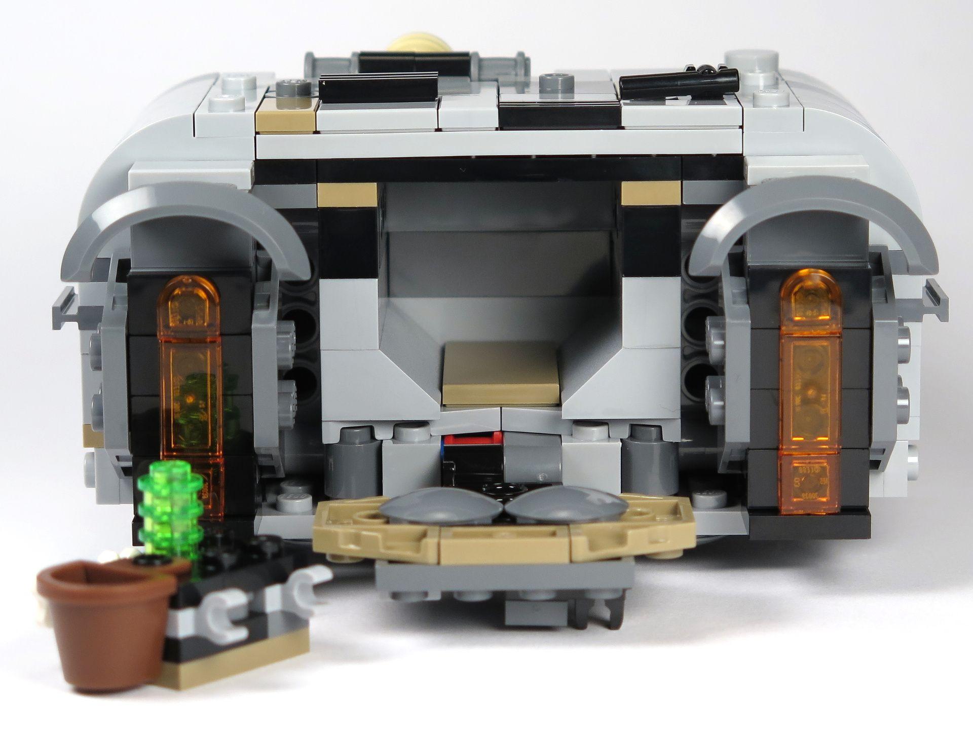 LEGO® Star Wars™ Moloch's Landspeeder™ (75210) - Heckklappe offen mit Zubehör | ©2018 Brickzeit