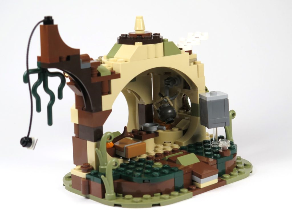 LEGO® Star Wars™ Yoda's Hütte (75208) - Hütte links hinten | ©2018 Brickzeit