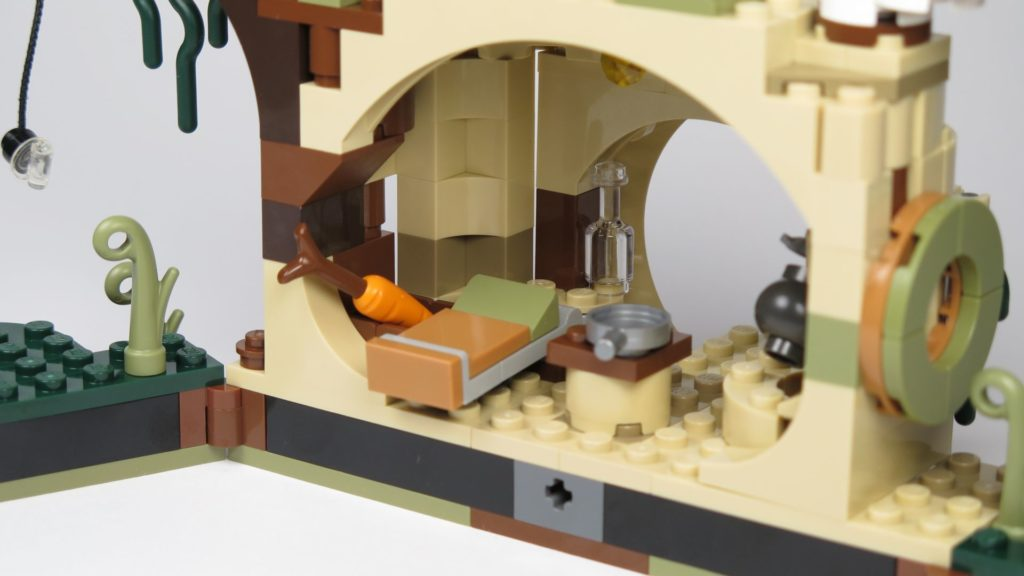 LEGO® Star Wars™ Yoda's Hütte (75208) - Bett, Vorratskiste, Flasche und Pfanne| ©2018 Brickzeit