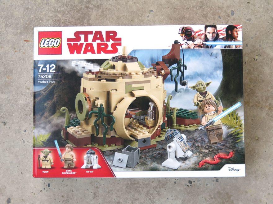LEGO® Star Wars™ Yoda's Hütte (75208) - Packung | ©2018 Brickzeit