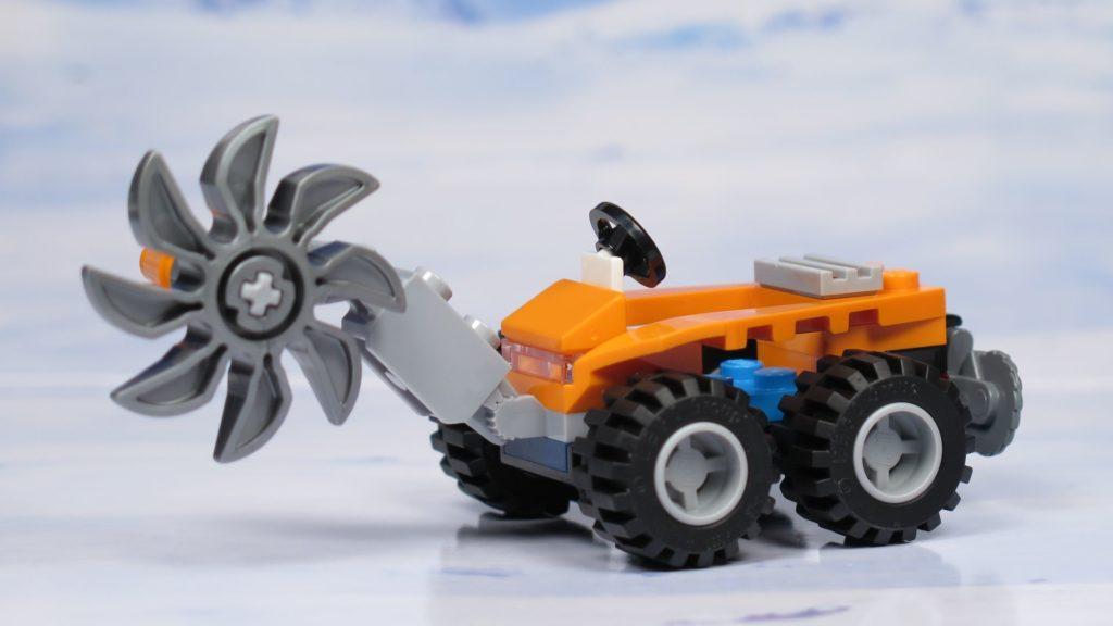 LEGO® City Arktis Eissäge - Fahrzeug, links vorne | ®2018 Brickzeit
