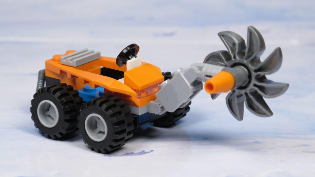 LEGO® City Arktis Eissäge - Fahrzeug, rechts vorne | ®2018 Brickzeit