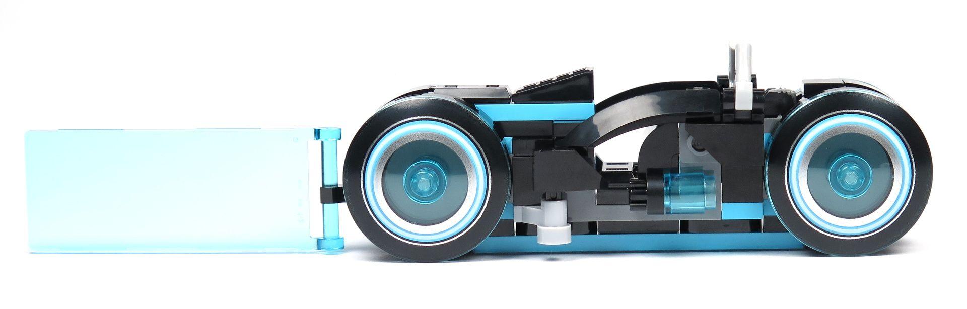 LEGO® Ideas TRON: Legacy (21314) - blauer Lichtrenner, rechte Seite | ©2018 Brickzeit