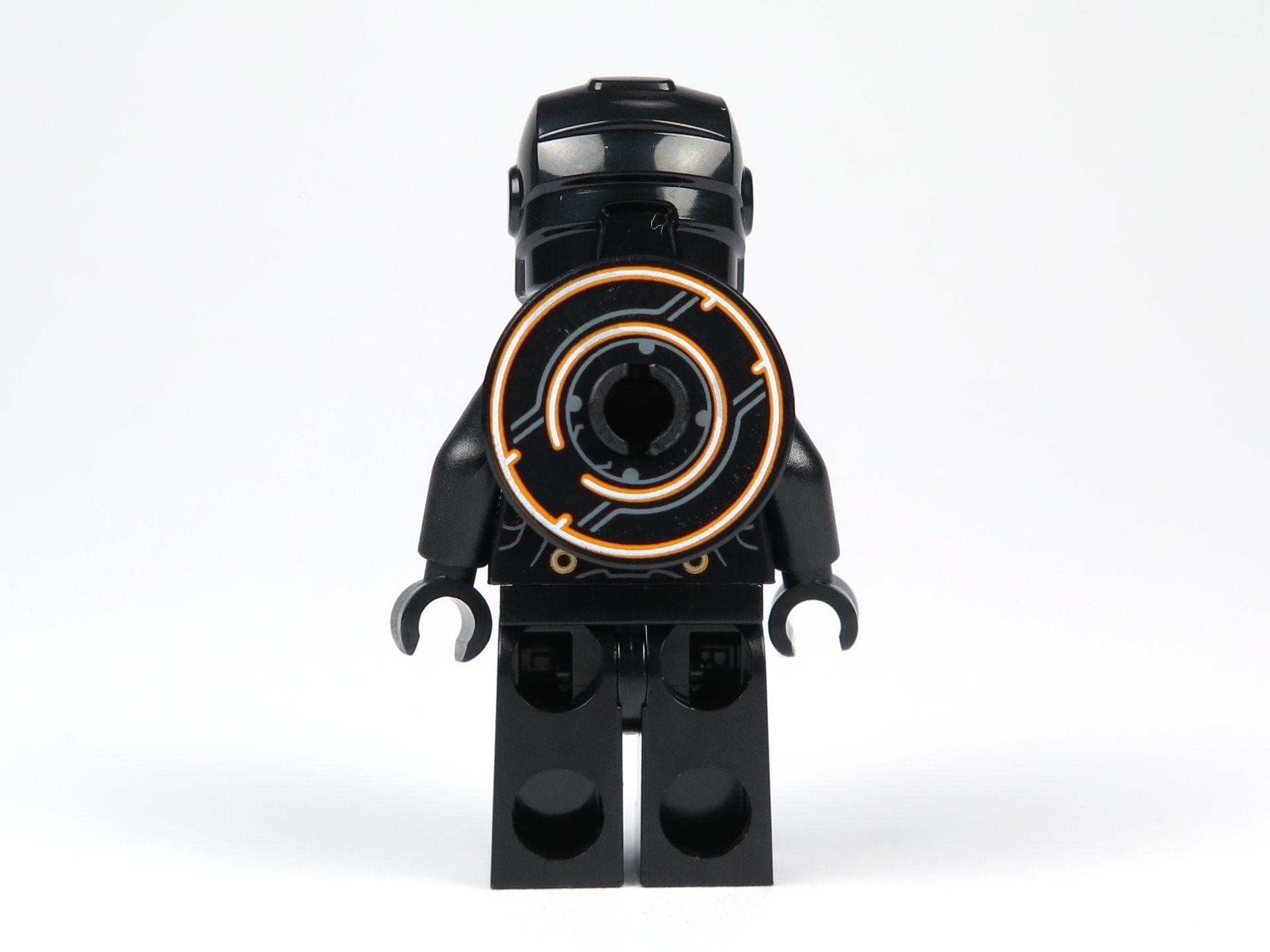 LEGO® Ideas TRON: Legacy (21314) - Rinzler mit Helm und Disc, Rückseite | ©2018 Brickzeit