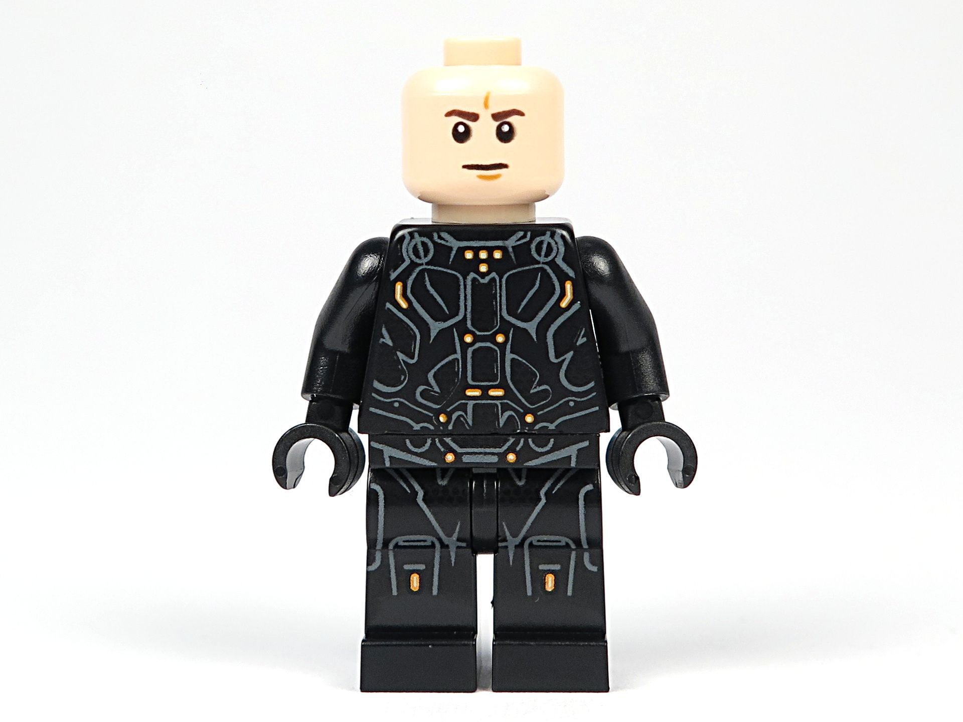LEGO® Ideas TRON: Legacy (21314) - Rinzler ohne Haare, Vorderseite | ©2018 Brickzeit