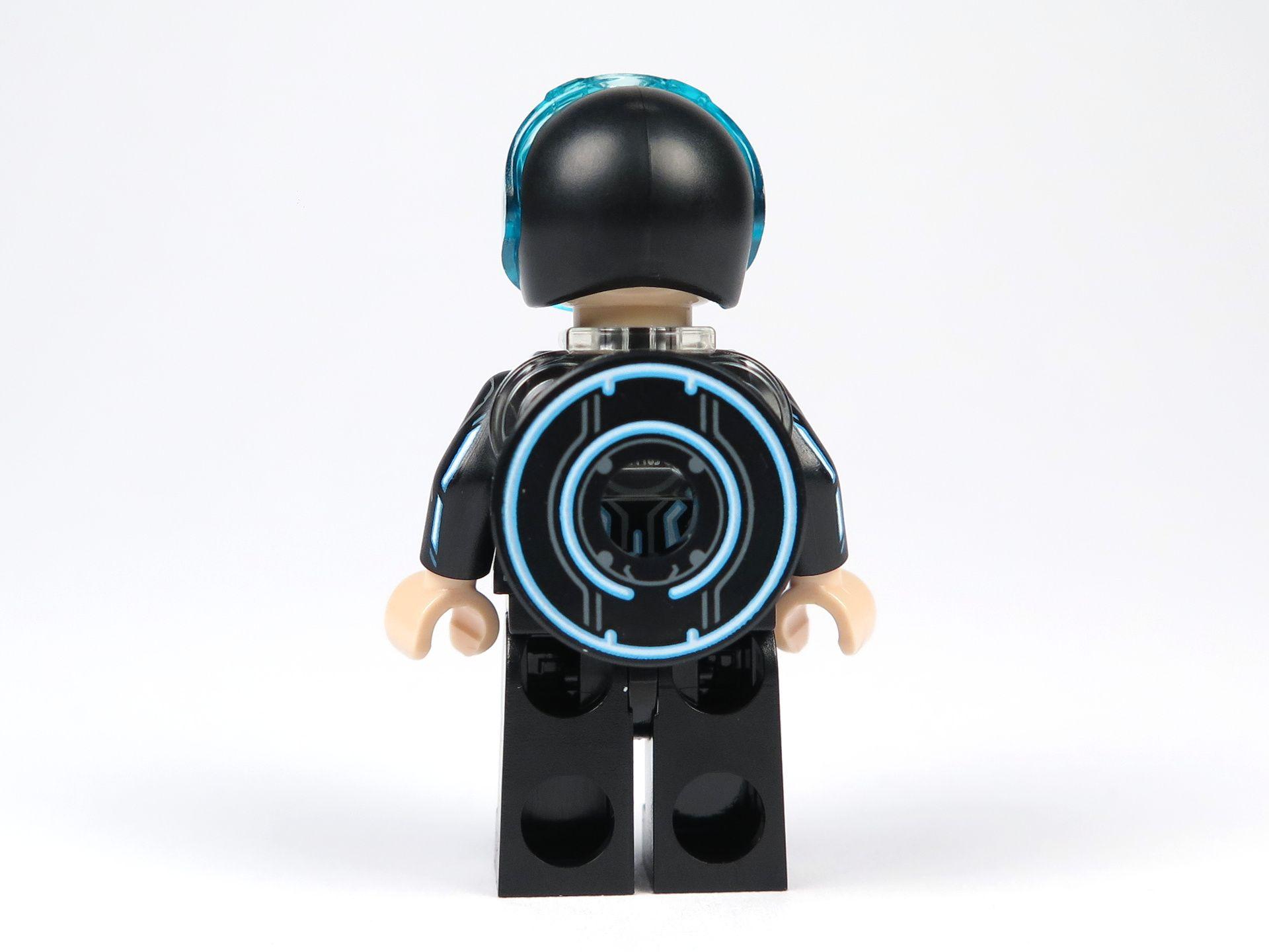 LEGO® Ideas TRON: Legacy (21314) - Sam Flynn mit Helm und Disc, Rückseite | ©2018 Brickzeit