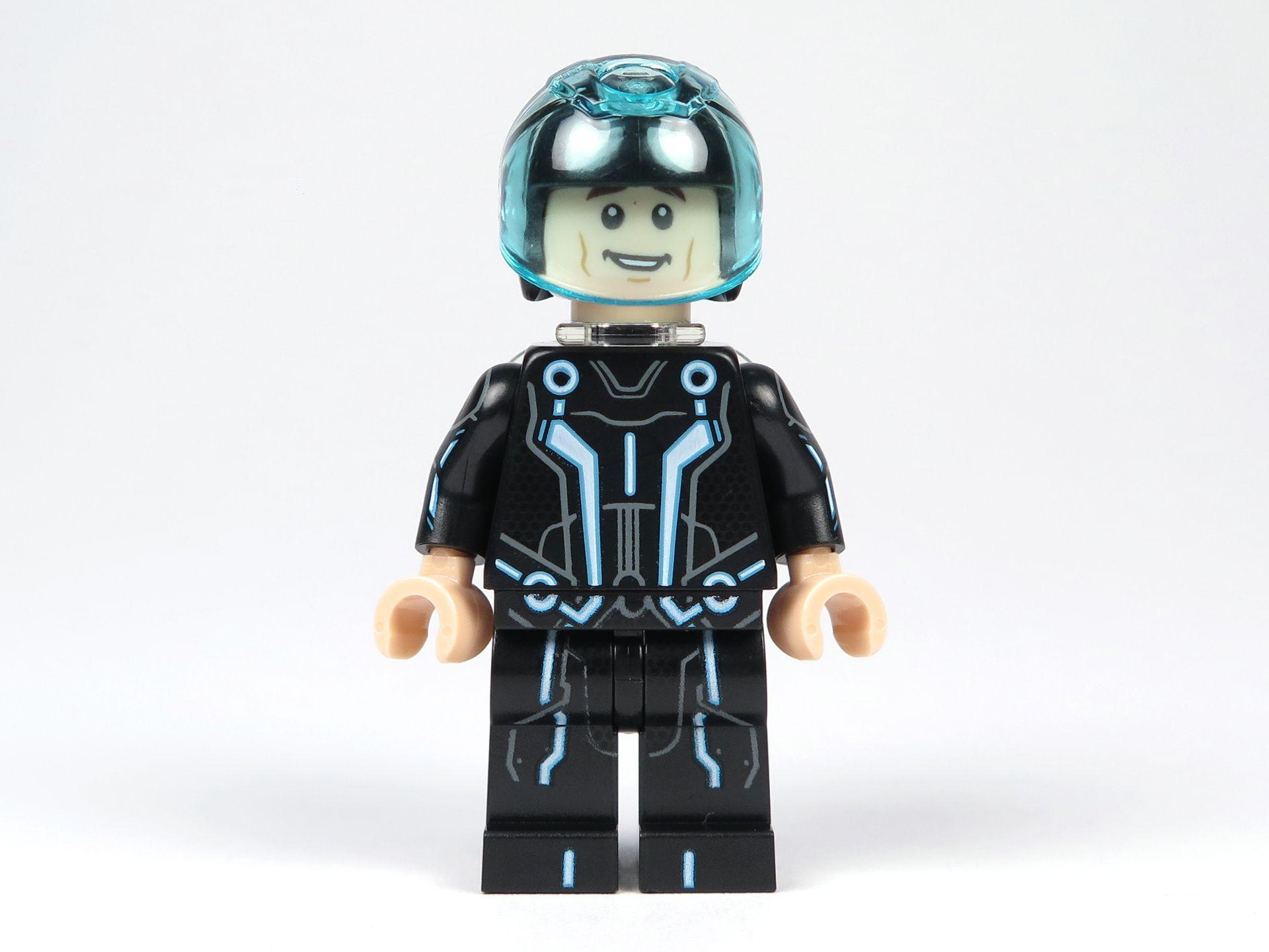 LEGO® Ideas TRON: Legacy (21314) - Sam Flynn mit Helm und Disc, Vorderseite | ©2018 Brickzeit