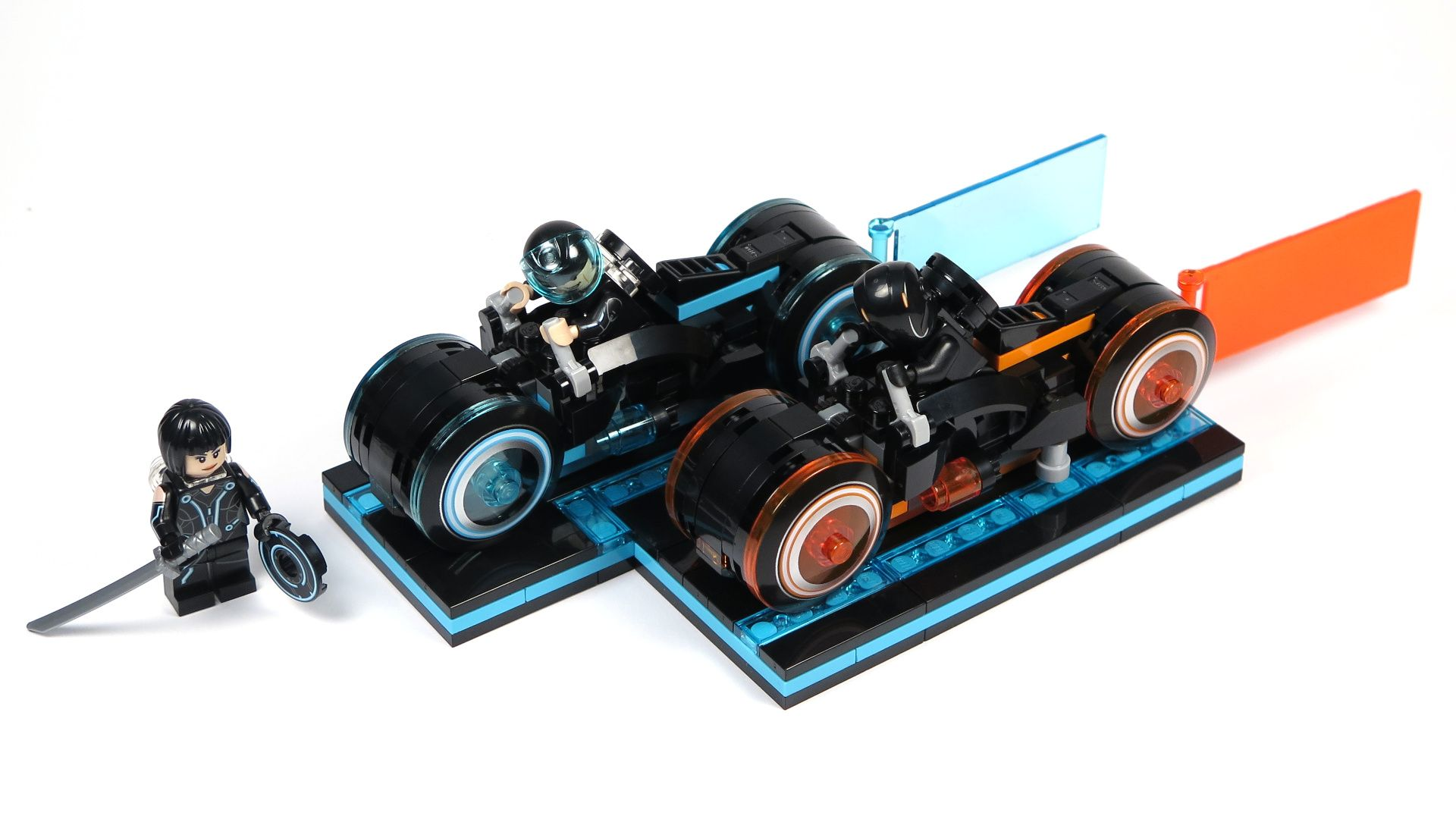 LEGO® Ideas TRON: Legacy (21314) - Set 2 | ©2018 Brickzeit
