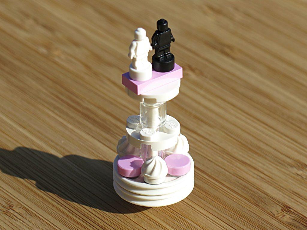 LEGO® Minifiguren Hochzeits-Set 2018 (40197) - Hochzeitstorte 2 | ©2018 Brickzeit