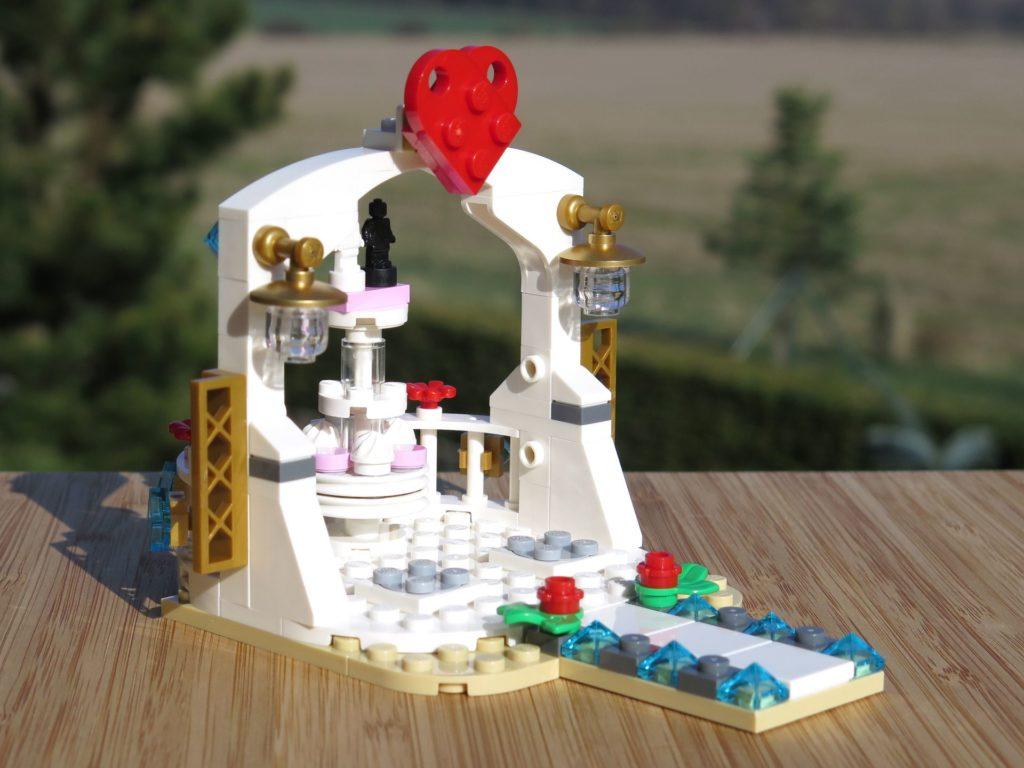 LEGO® Minifiguren Hochzeits-Set 2018 (40197) - Pavillon seitlich | ©2018 Brickzeit