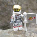 LEGO® Minifiguren Serie 15 (71011) - Astronaut stellt Fahne auf | ©2018 Brickzeit