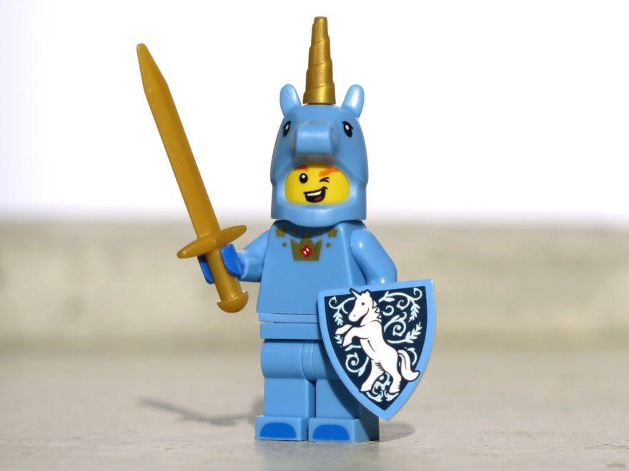 LEGO® Minifiguren Serie 18 (71021) - Einhornmann Vorderseite | ©2018 Brickzeit
