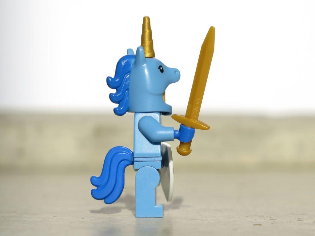 LEGO® Minifiguren Serie 18 (71021) - Einhornmann seitlich | ©2018 Brickzeit