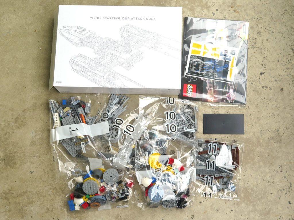 LEGO® Star Wars™ UCS Y-Wing Starfighter (75181) - Inhalt weiße Kiste | ©2018 Brickzeit