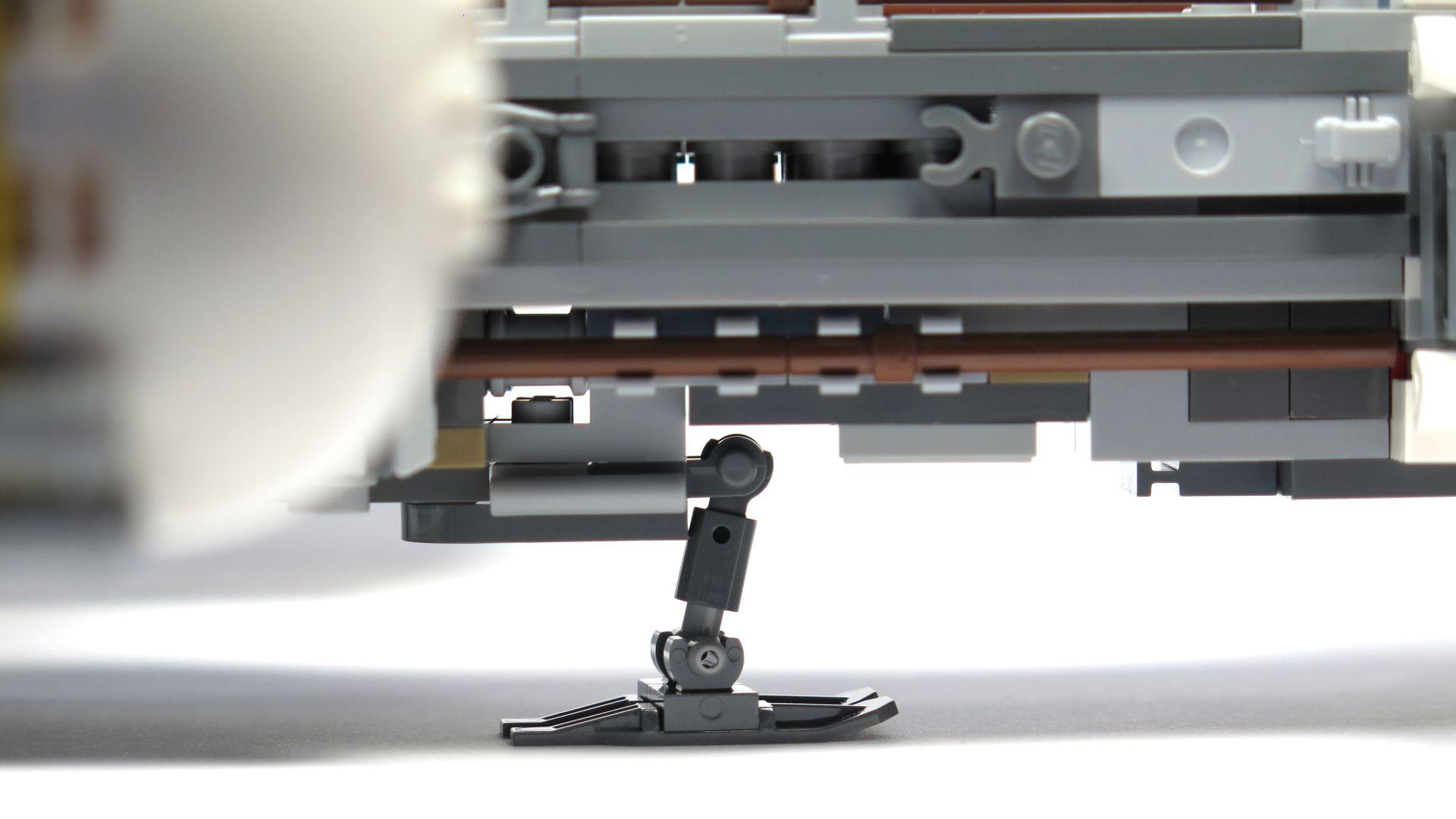 LEGO® Star Wars™ UCS Y-Wing Starfighter - Landekufe | ©2018 Brickzeit