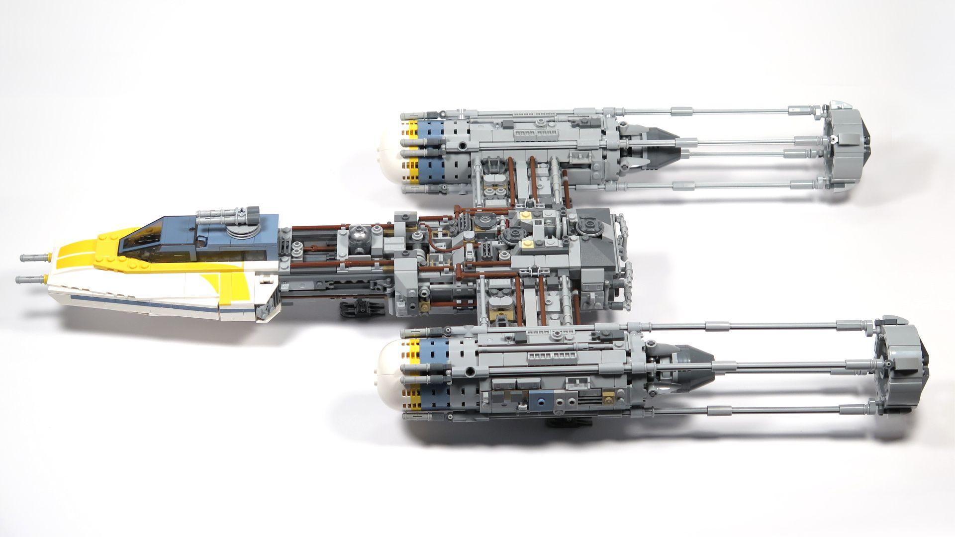 LEGO® Star Wars™ UCS Y-Wing Starfighter - seitlich, schräg | ©2018 Brickzeit