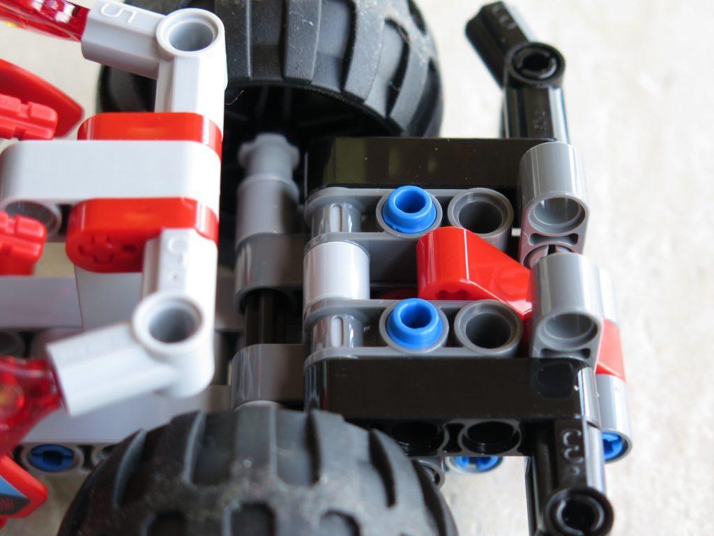 LEGO® Technic BUMMS! (42073) - Halterung für Motorblock | ©2018 Brickzeit