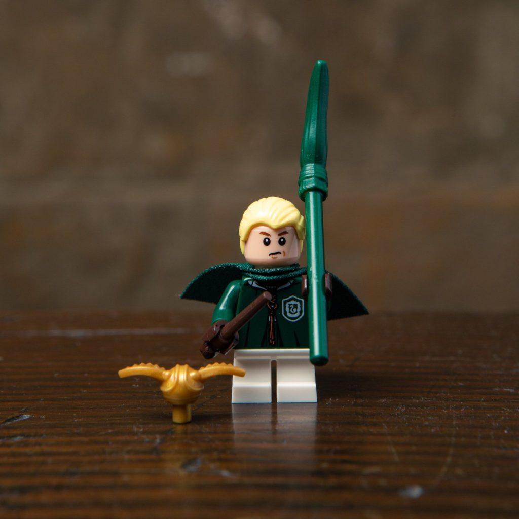 LEGO® Harry Potter Minifiguren Serie (71022) - Draco Malfoy mit Snitch | ©2018 LEGO Gruppe