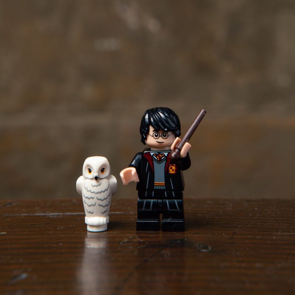 LEGO® Harry Potter Minifiguren Serie (71022) - Harry Potter mit Hedwig | ©2018 LEGO Gruppe