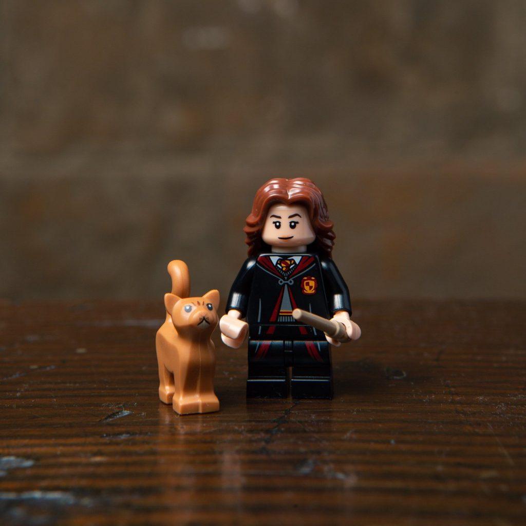 LEGO® Harry Potter Minifiguren Serie (71022) - Hermine Granger mit Krummbein | ©2018 LEGO Gruppe