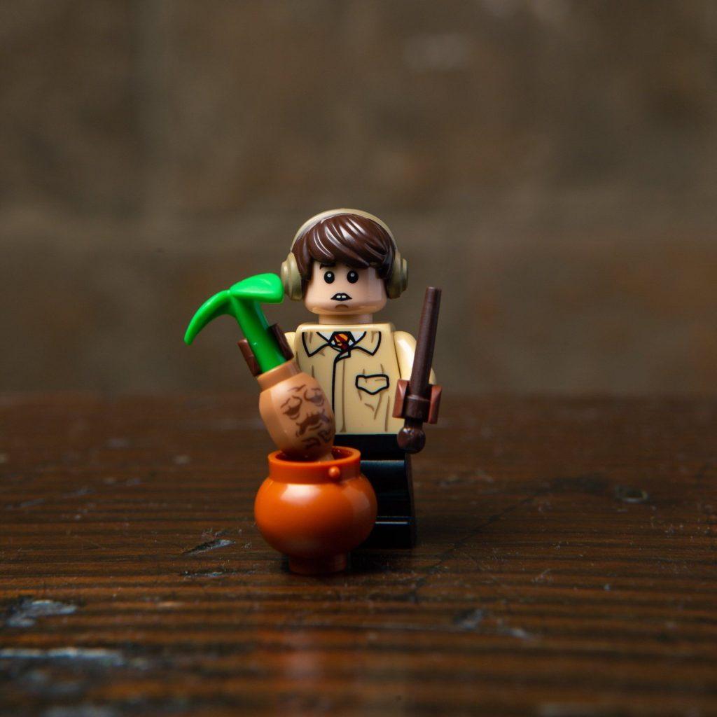 LEGO® Harry Potter Minifiguren Serie (71022) - Neville Longbottom | ©2018 LEGO Gruppe