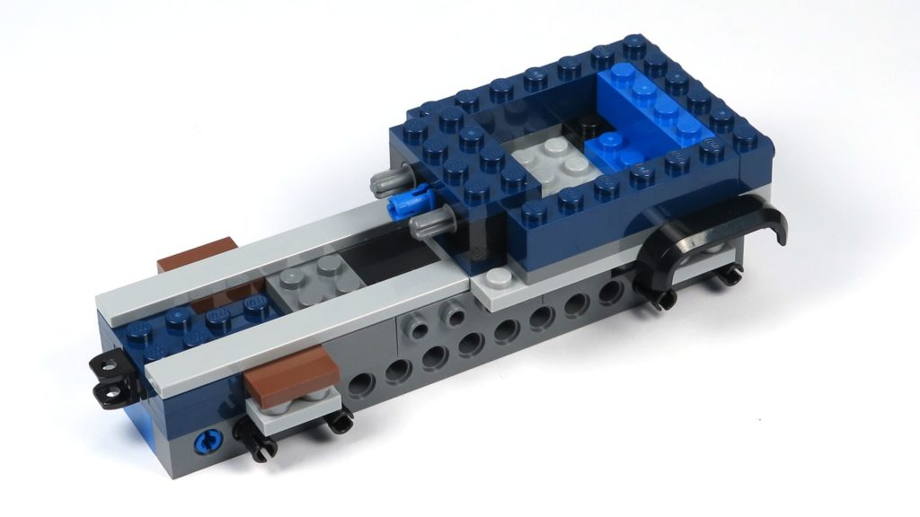 LEGO® Jurassic World Carnotaurus (75929) - Bauabschnitt 1, Teil 1 - hinten rechts | ©2018 Brickzeit