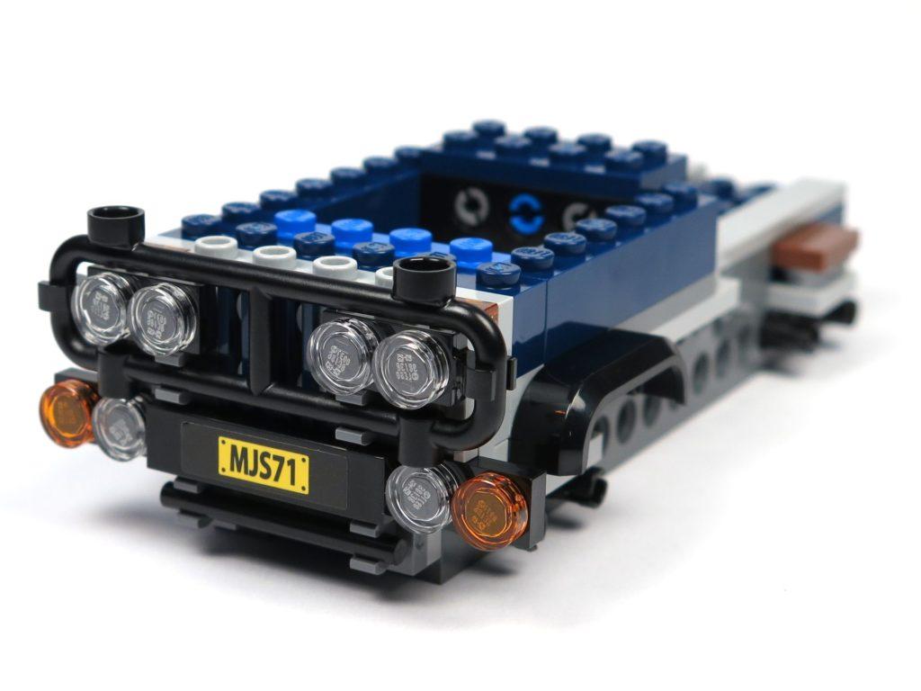 LEGO® Jurassic World Carnotaurus (75929) - Bauabschnitt 1 - Kühlergrill an Fahrzeug montiert | ©2018 Brickzeit