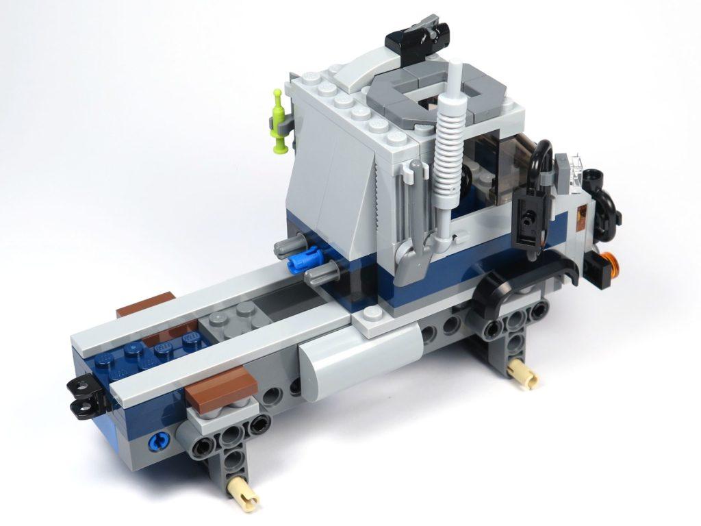 LEGO® Jurassic World Carnotaurus (75929) - Bauabschnitt 1 - Fahrzeug ohne Räder, hinten rechts | ©2018 Brickzeit