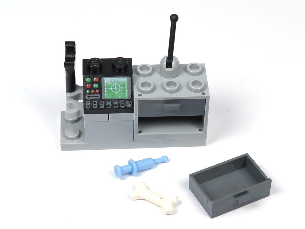 LEGO® Jurassic World Carnotaurus (75929) - Bauabschnitt 2 - Forschertechnik, Schulbladen offen | ©2018 Brickzeit