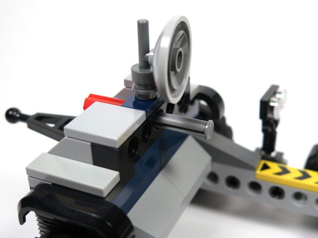 LEGO® Jurassic World Carnotaurus (75929) - Bauabschnitt 3 - Anhänger, Auswurfmechanismus 2 | ©2018 Brickzeit