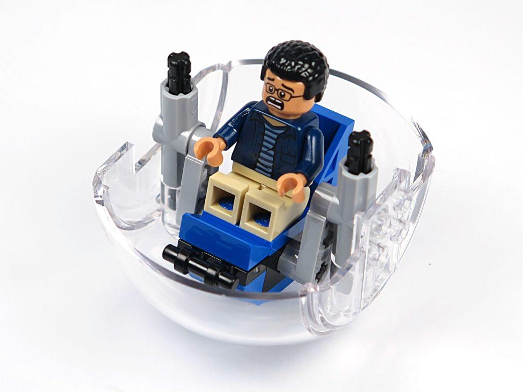 LEGO® Jurassic World Carnotaurus (75929) - Bauabschnitt 3 - Gyrosphere, Sitz eingebaut | ©2018 Brickzeit