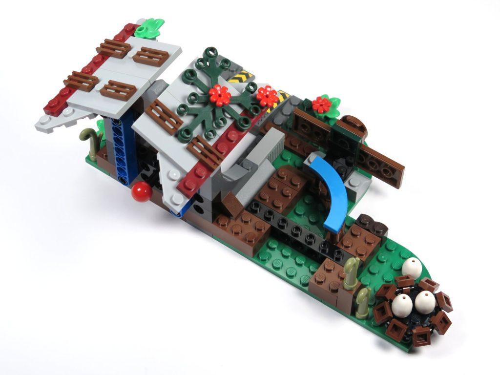 LEGO® Jurassic World Carnotaurus (75929) - Bauabschnitt 4 - hinten, oben | ©2018 Brickzeit