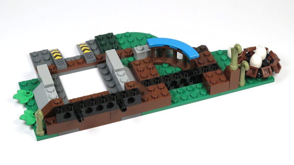 LEGO® Jurassic World Carnotaurus (75929) - Bauabschnitt 4, Teil 1 - Grundaufbau, Rückseite | ©2018 Brickzeit