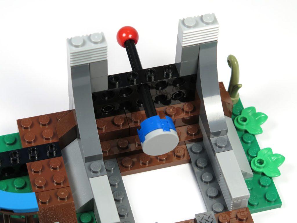 LEGO® Jurassic World Carnotaurus (75929) - Bauabschnitt 4, Teil 2 - Auswurfmechanismus | ©2018 Brickzeit