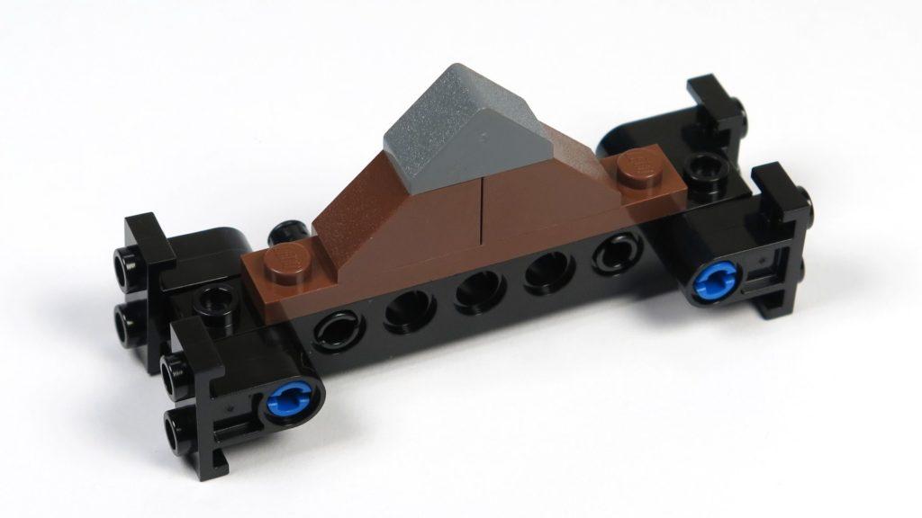 LEGO® Jurassic World Carnotaurus (75929) - Bauabschnitt 4, Teil 4 - Giebel, Rückseite | ©2018 Brickzeit