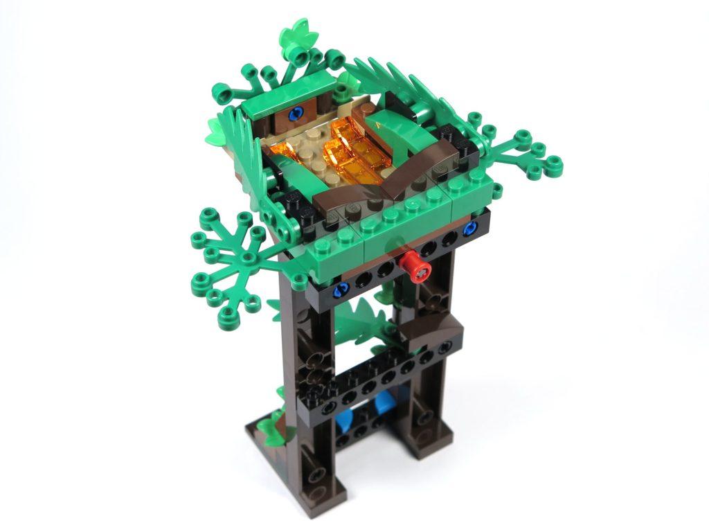 LEGO® Jurassic World Carnotaurus (75929) - Bauabschnitt 5, Teil 4 - Turm Rückseite | ©2018 Brickzeit