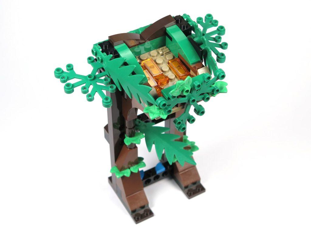 LEGO® Jurassic World Carnotaurus (75929) - Bauabschnitt 5, Teil 4 - Turm Vorderseite| ©2018 Brickzeit