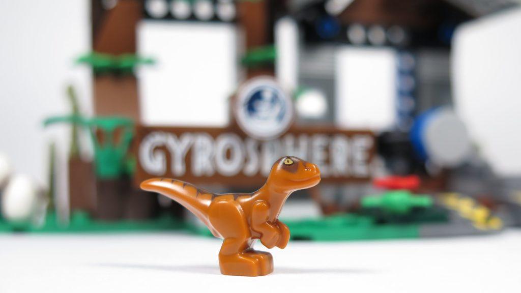 LEGO® Jurassic World Carnotaurus (75929) - Baby Raptor | ©2018 Brickzeit