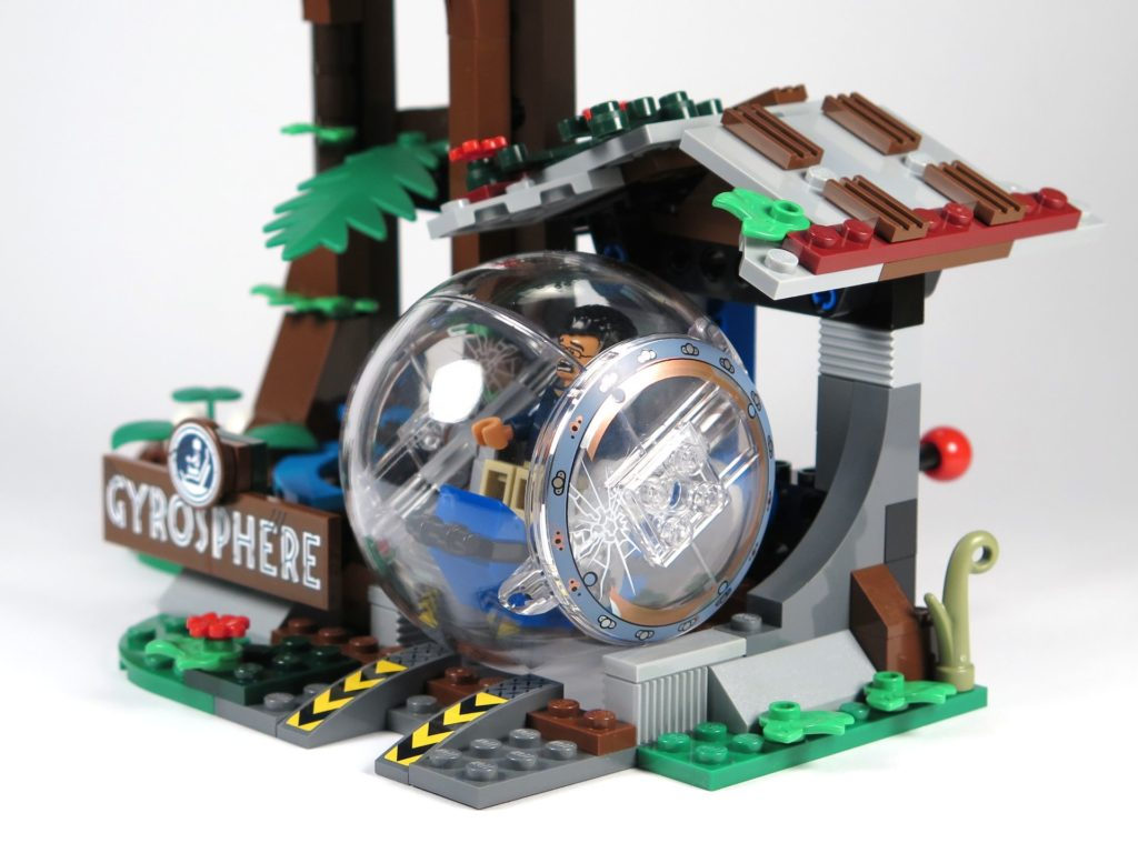 LEGO® Jurassic World Carnotaurus (75929) - Gyrosphere bei Startpunkt am Haus | ©2018 Brickzeit
