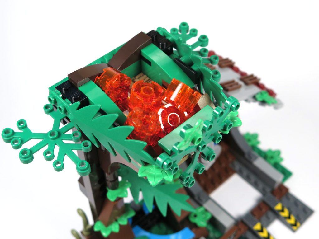 LEGO® Jurassic World Carnotaurus (75929) - Lava im Turm | ©2018 Brickzeit