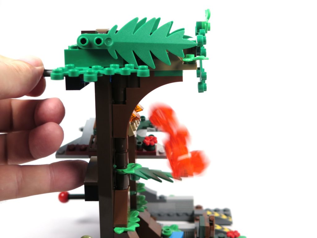 LEGO® Jurassic World Carnotaurus (75929) - Lava fällt | ©2018 Brickzeit