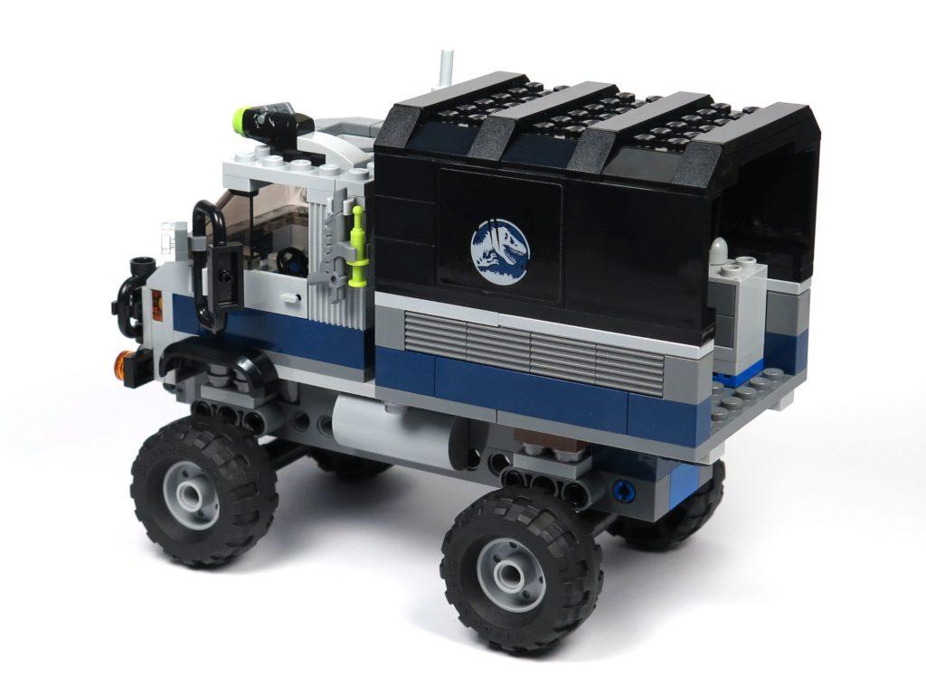 LEGO® Jurassic World Carnotaurus (75929) - Truck, hinten links | ©2018 Brickzeit
