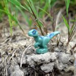 LEGO® Jurassic World™ Spielgehege für Baby-Velociraptor (30382) - Blue am Abrund | ®2018 Brickzeit