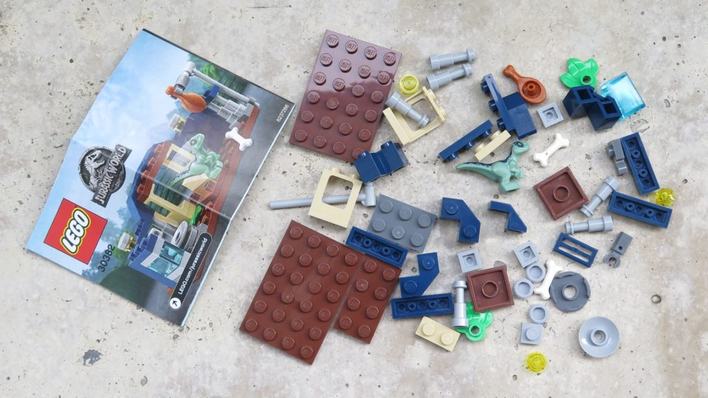 LEGO® Jurassic World™ Spielgehege für Baby-Velociraptor (30382) - Polybag Inhalt | ®2018 Brickzeit